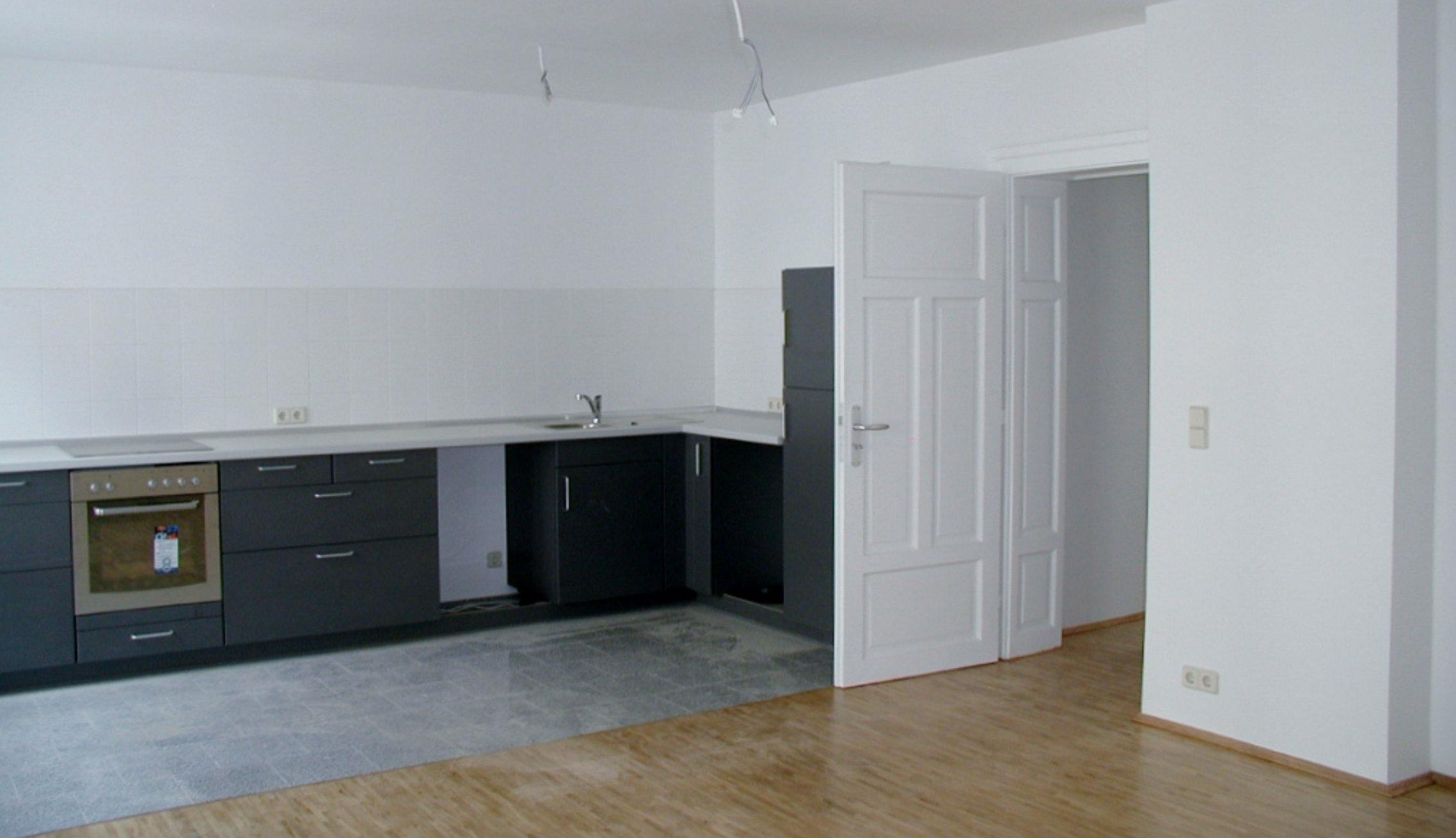 Ausbau und Innenausbauarbeiten wie Trockenbau und Fußbodenbeschichtung